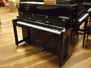 feurich piano 115 zwart hoogglans chroom open