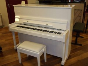 feurich piano 122 wit hoogglans chroom open