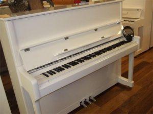 feurich piano 122 silent feurich premium wit hoogglans chroom open