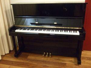 yamaha piano u10a zwart hoogglans messing open
