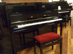 yamaha piano u1e zwart hoogglans messing open