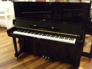 yamaha piano u3m zwart hoogglans messing open