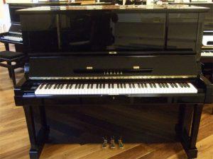 yamaha piano ux3 zwart hoogglans messing open