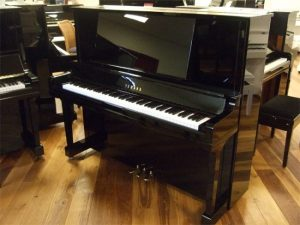 yamaha piano ux5 zwart hoogglans messing open