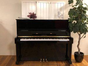 yamaha piano u1a zwart hoogglans messing open