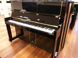 feurich piano 125 zwart hoogglans messing open