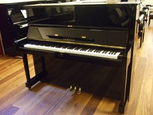 yamaha piano u1f zwart hoogglans messing open