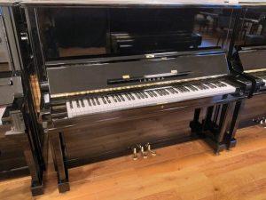 yamaha piano u3c zwart hoogglans messing open