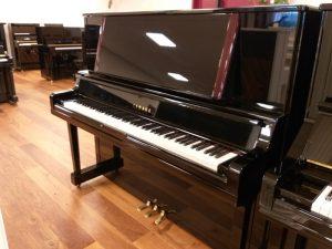 yamaha piano u3 yu50 zwart hoogglans messing open